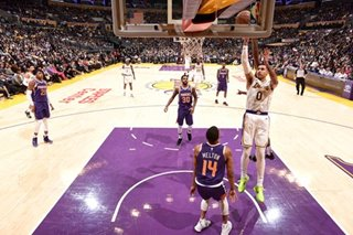 Lakers blow out Suns, win third straight