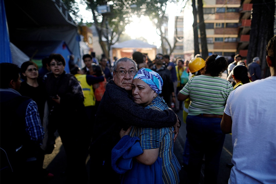 Mexico quake : 7.2 magnitude tremor rocks capital as buildings shake
