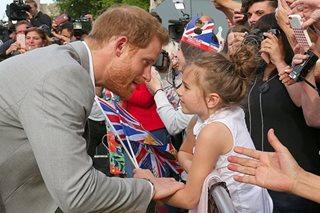 Prince Harry greets Windsor crowds ahead of royal wedding