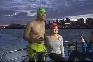 'Pinoy Aquaman' swims from Golden Gate Bridge to Alcatraz for Christmas