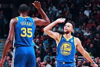 NBA: Warriors rally past Bulls for 14th straight road win