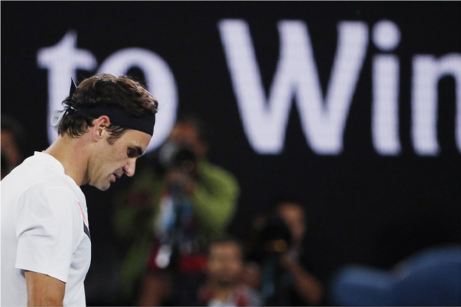 Defending champion Roger Federer advances at Australian Open