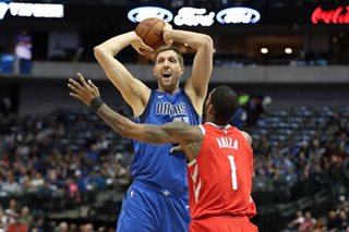 NBA: Mavericks decline Dirk Nowitzki's option, plan to re-sign