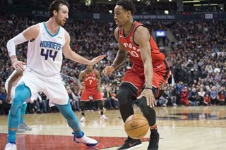 DeRozan comes up clutch as Raptors hold off Hornets