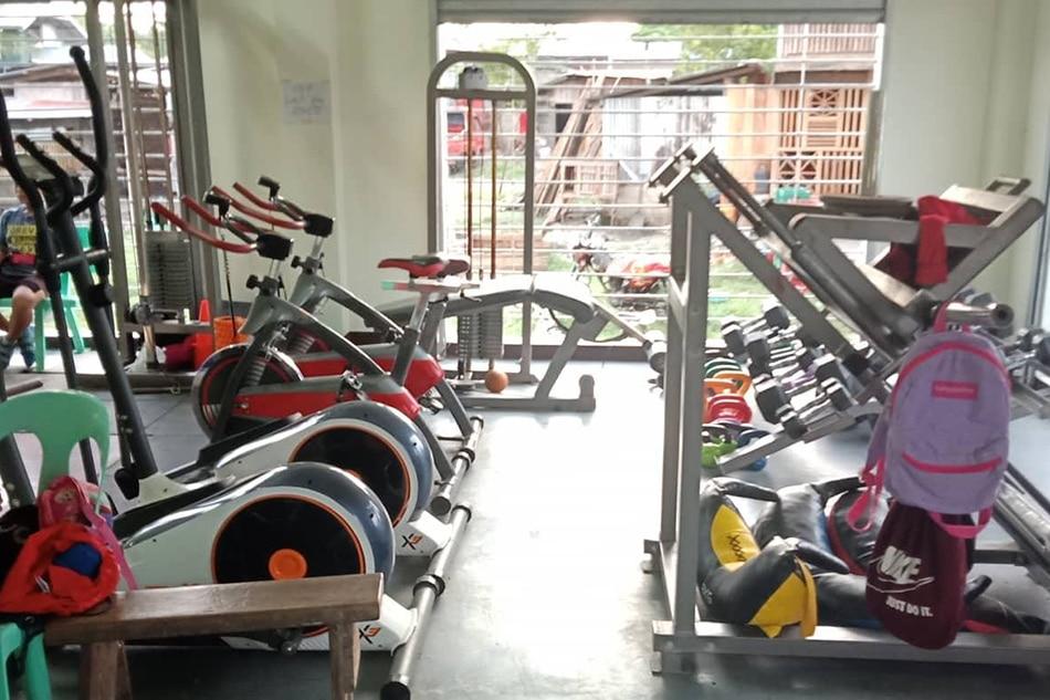 Asian Games champ Hidilyn Diaz fulfills weightlifting gym promise in hometown 3