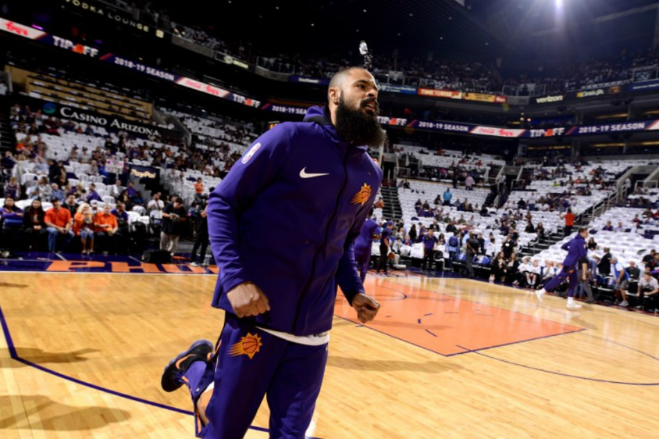 4fe367dfc1d LOS ANGELES -- The Los Angeles Lakers made their acquisition of veteran  center Tyson Chandler official Tuesday