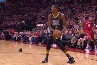 WATCH: Durant loses shoe again, Green pulls Harden's shorts down
