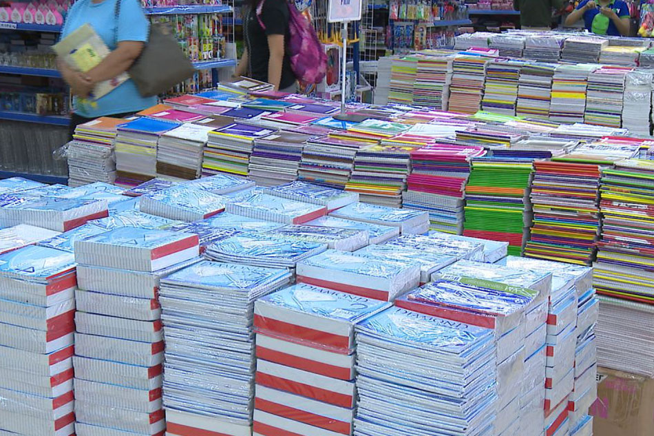Murang school supplies sa Commonwealth, dinarayo