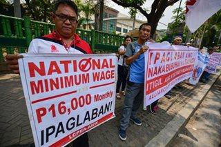 Health workers sa mga ospital ng gobyerno, nanawagan ng taas-sahod