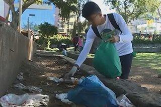 Mga taga-Baguio, ginunita ang Earth Day sa pamamagitan ng 'plogging'