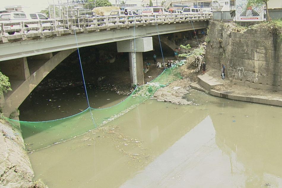 Basura sa mga ilog, kanal pananagutan ng barangay: DILG