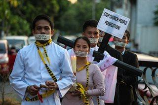Nuns, seminarians pray for democracy