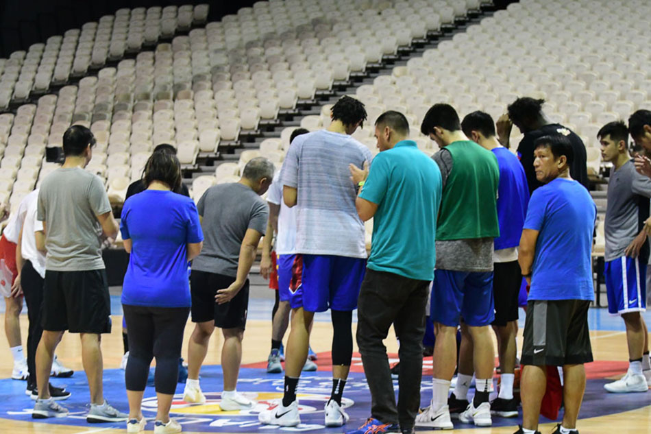 The Gilas Pilipinas national team huddle up after their practice at the Philippine Arena. Mark Demayo ABS-CBN News