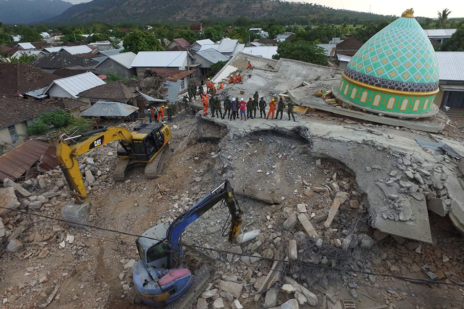 Another strong quake hits Indonesia's Lombok, buildings collapse