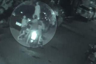 SAPUL SA CCTV: Riding-in-tandem hinoldap ang 2 lalaki sa QC