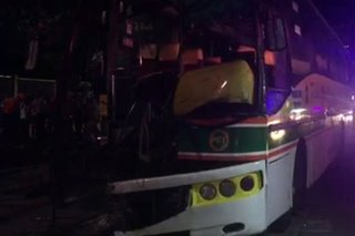 Bus, sumalpok sa poste sa Commonwealth Avenue; 20 sugatan