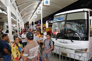 Mga uuwi ng probinsya para sa Pasko, nagsidatingan na sa Araneta bus terminal
