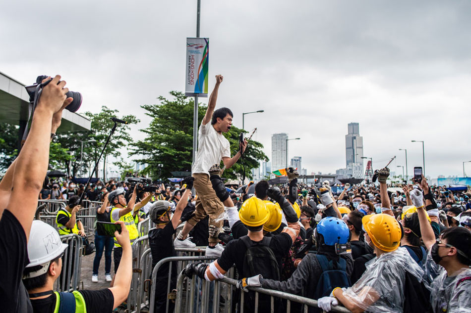 Thousands join Hong Kong protest