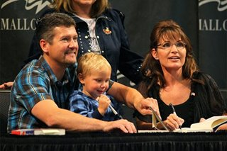 Sarah Palin's husband files for divorce