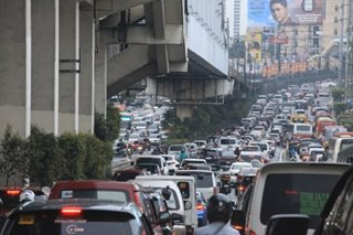 Sotto, Recto reject proposal to ban private cars from EDSA during rush hour