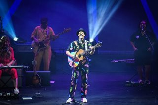 Concert recap: Jason Mraz puts spotlight on positivity, love in PH concert