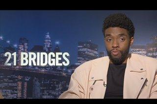 Chadwick Boseman nais ipakita ang pagsubok ng pulisya sa '21 Bridges'