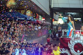 Miss Universe Catriona Gray meets more fans in Cubao