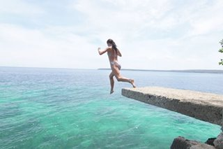 Cliff jumping sa Siquijor, patok na summer adventure