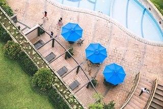 Travel shorts: Hotel room deals, free flights
