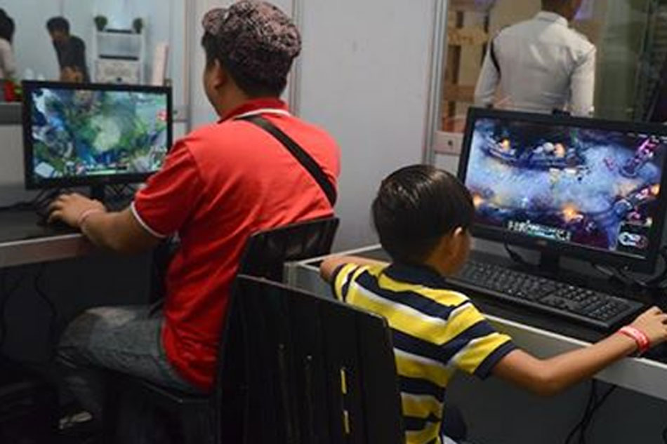 Study: 8 of 10 Pinoy kids choose internet over TV