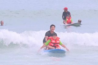 Mga batang may special needs, enjoy sa surfing sa La Union