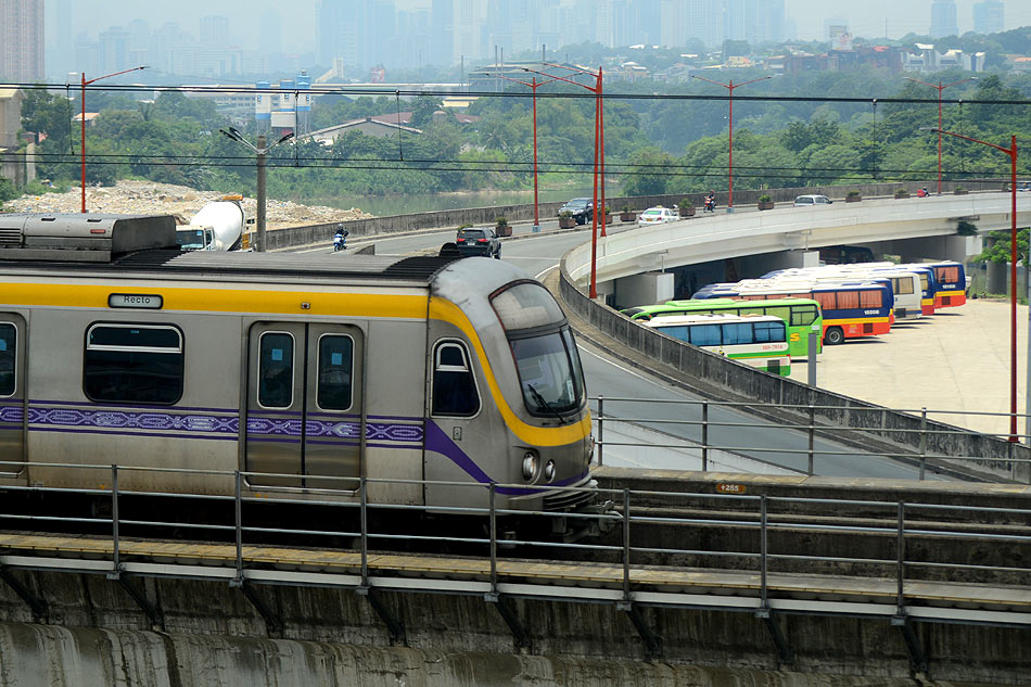 LOOK: LRT-2 trains collide between Cubao-Anonas stations