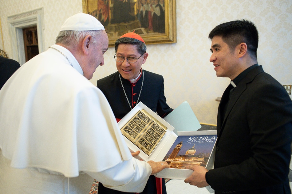 Pope Francis receives copy of Manila Cathedral coffee table book