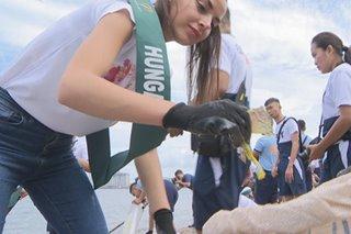 Miss Earth candidates naglinis ng basura sa Manila Bay
