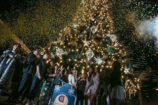 Giant Christmas tree ushers in holidays at the heart of Araneta City
