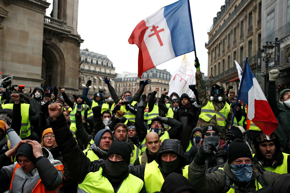 Police Arrest 'Yellow Vest' Movement Leader in Paris
