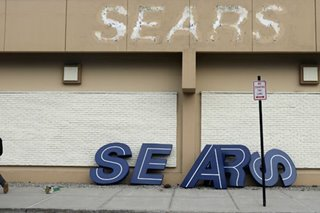 Sears, on brink of demise, to reconsider billionaire's rescue