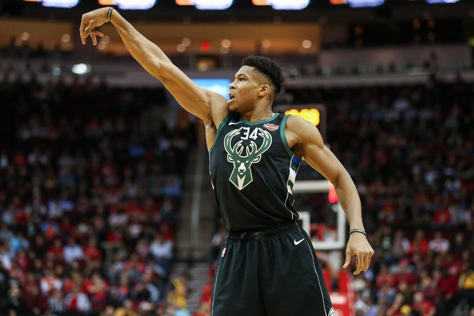 Giannis Antetokounmpo nails James Harden with ball