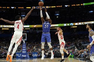 Late barrage helps Magic rally past Rockets