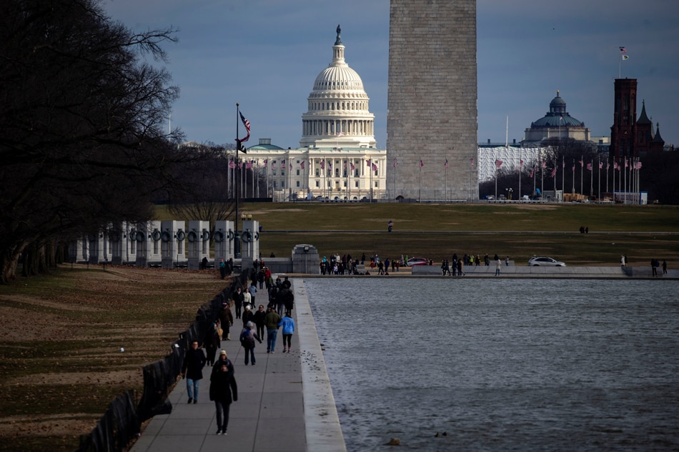 USA  lawmakers search for remedies as government shutdown rolls on