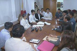 Pamilya ng pinatay na QC prosecutor at 3 pulis na dawit sa krimen, nagkaharap