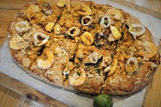 Malabon eats: Pancit Malabon served as pizza topping at this resto