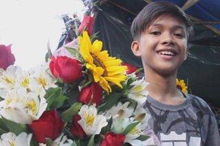 Binatilyong estudyante, nag-florist para makatulong sa pamilya