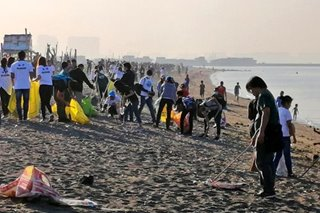 LOOK: Youths join Manila Bay clean-up at Baseco