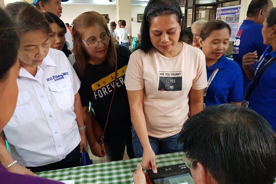 Comelec field tests voter verification machine 1