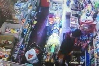 SAPUL SA CCTV: Lalaki, nagnakaw ng mga sigarilyo, gatas sa grocery