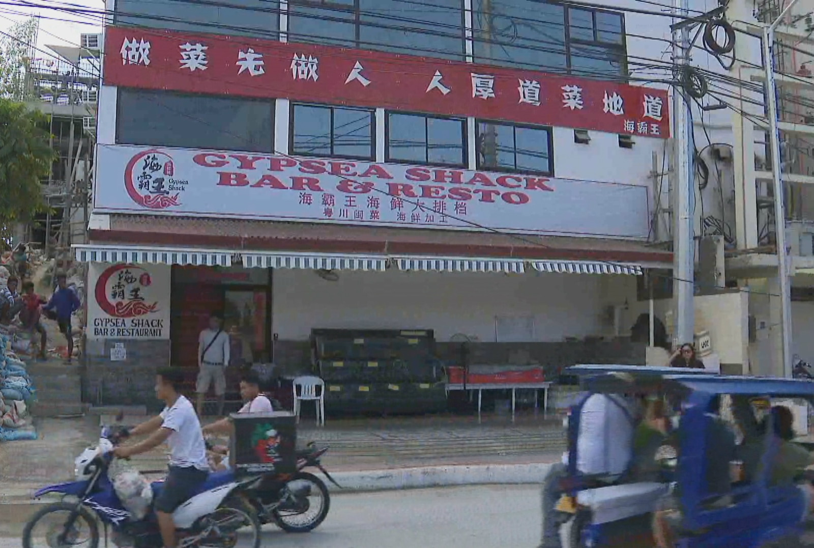 Chinese businesses pop up in Boracay after island reopens