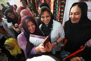 VP Leni celebrates 54th birthday with Marawi women