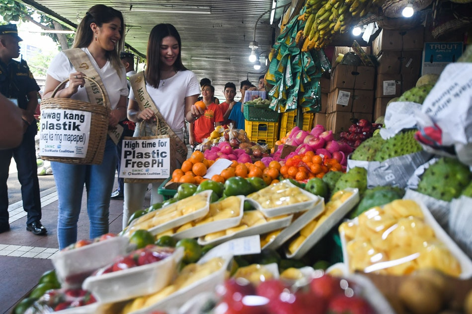 Beauty Queens call for plastic-free market shopping