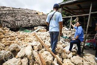 Robredo visits quake-hit Itbayat